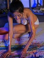女大学生身体作画是色情还是艺术