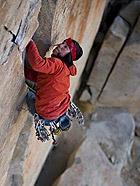 令人眩晕的勇者攀登绝壁照