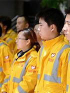 四川芦山7.0级地震 民间救援队往灾区集结