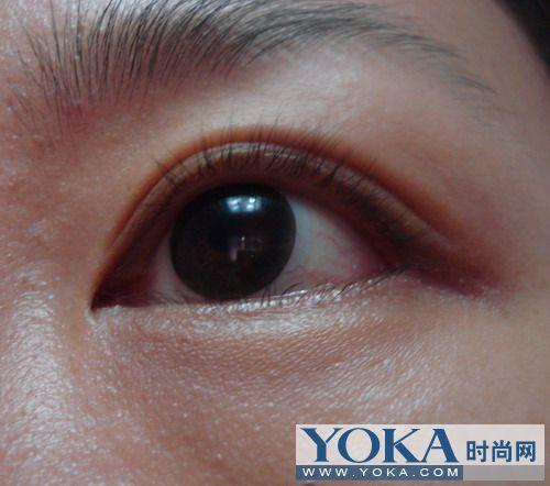 娜子的素颜眼睛照片,用睫毛夹夹了几下
