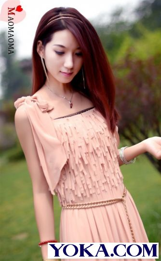 肉粉色裙子搭配图片