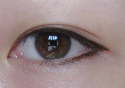 眼线笔的画法; 即使初学者也能轻松描绘上下眼线;