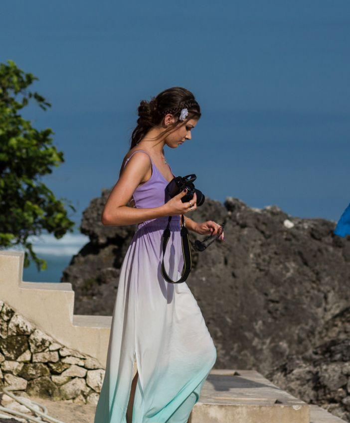 巴厘岛海边的美丽少女_旅游_yoka时尚网