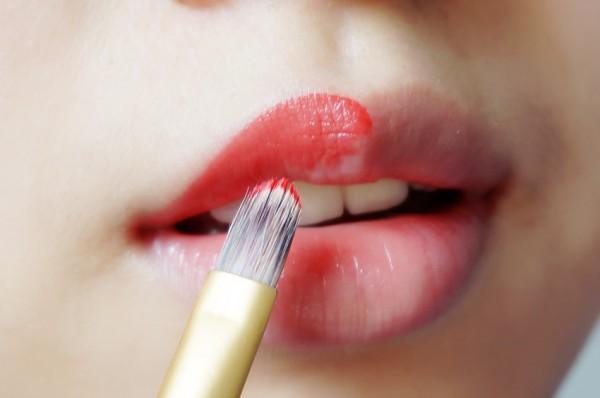 金色成熟妆容,点亮整个秋天