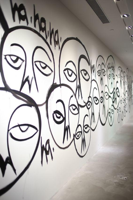 【辣妈米奇】街头涂鸦 | 连卡佛 x Haculla 装置艺术秀