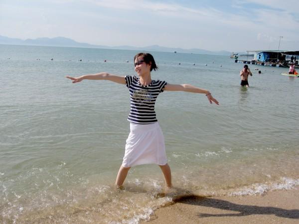 【会弹琴的C君】到海边游玩也要心机妆