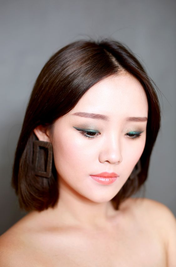 【__邹邹__】撞色橘色系妆容 演绎最新液体眼影新趋势