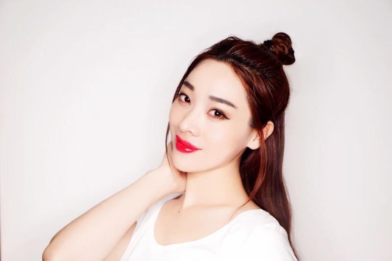【刘玳彤】减龄活力俏皮的半丸子头妆容