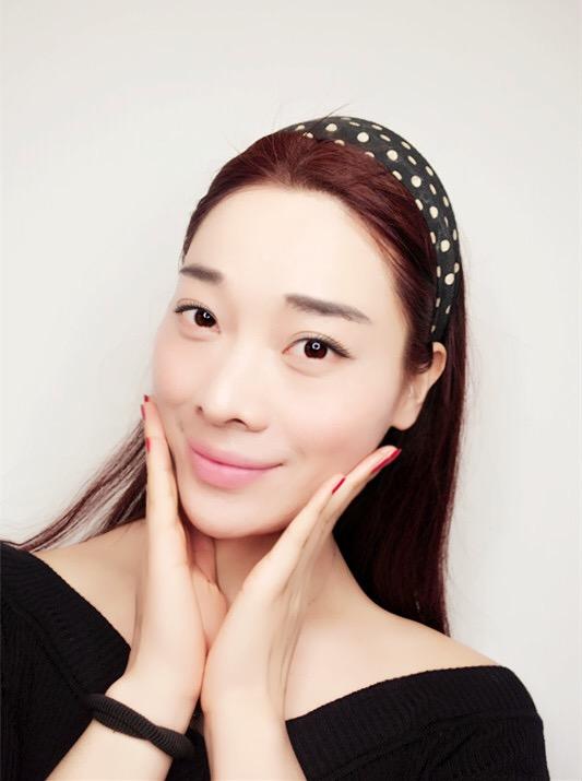 【刘玳彤】一只AGE 20s精华粉底霜,解决女生们夏天的肌肤困扰