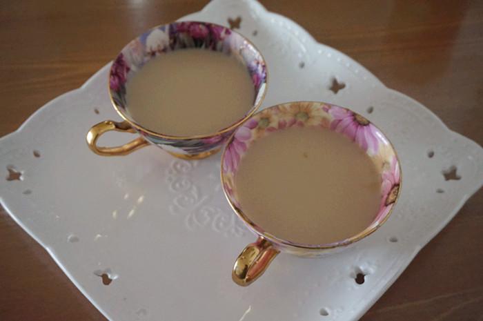 完美下午茶搭配:奶盖茶+越野莓饼干