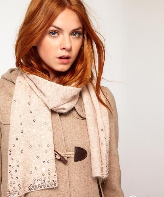 今冬演绎围巾与服装的完美搭配
